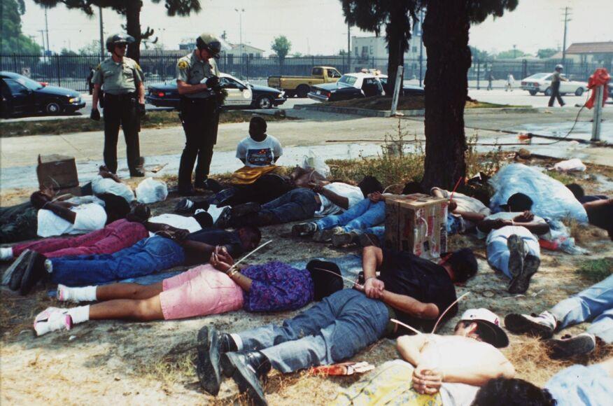 La polizia reprime le proteste di LA del'92 - Rapologia.it