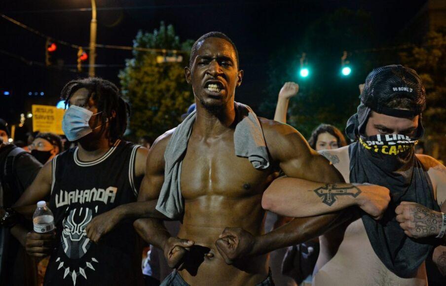 Le proteste della comunità afroamericana di Minneapolis - Rapologia.it