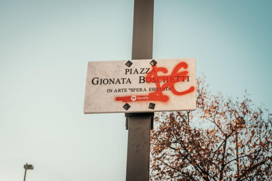 Piazza Sfera Ebbasta Cinisello Balsamo Spotify